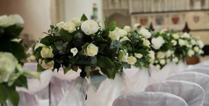 Addobbi Floreali Matrimonio Rustico : Addobbi floreali in chiesa: ecco qualche idea per il tuo matrimonio