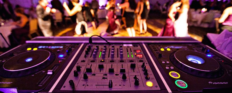 deejay_consolle-1199x480_800x320